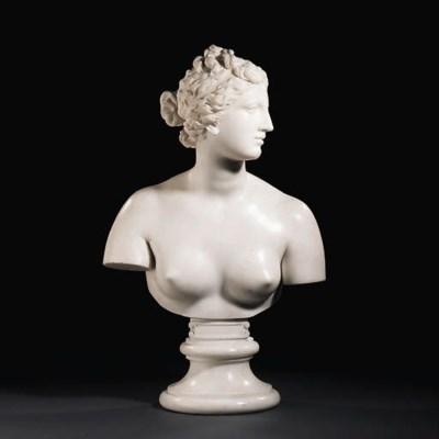 A marble bust of the Venus de'