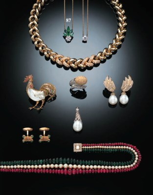 AN EMERALD AND DIAMOND NECKLET