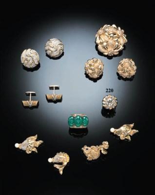 A DIAMOND COCKTAIL RING, BY SA