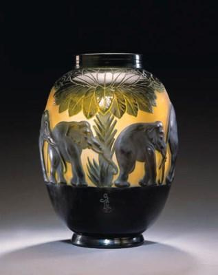 A FINE 'ELEPHANT' MOLD-BLOWN A