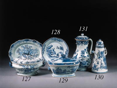 A blue and white oval tureen,
