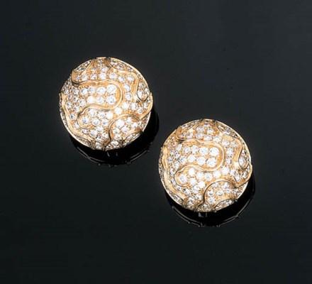 A Pair of Diamond-set Ear Clip