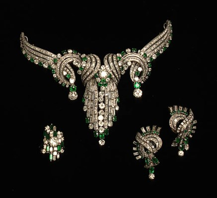 A SUITE OF DIAMOND AND GREEN D