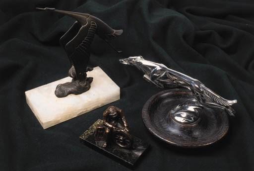 A small motoring bronze deskpi