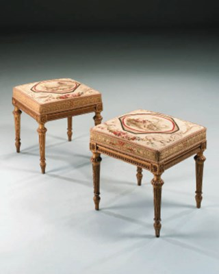 A PAIR OF GILTWOOD TAPESTRY ST