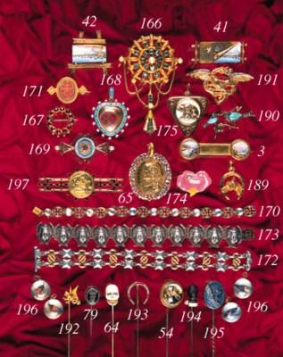 A Giuliano garnet brooch,