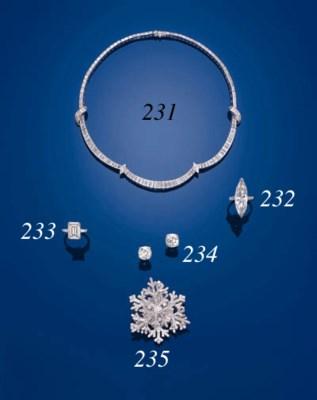 A SINGLE-STONE DIAMOND RING, B