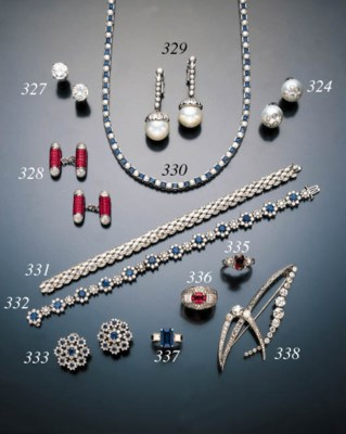ALEXANDRITE AND DIAMOND RING
