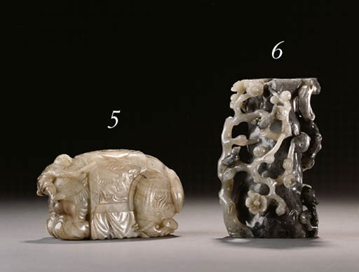 A MOTTLED GREY AND BROWN JADE