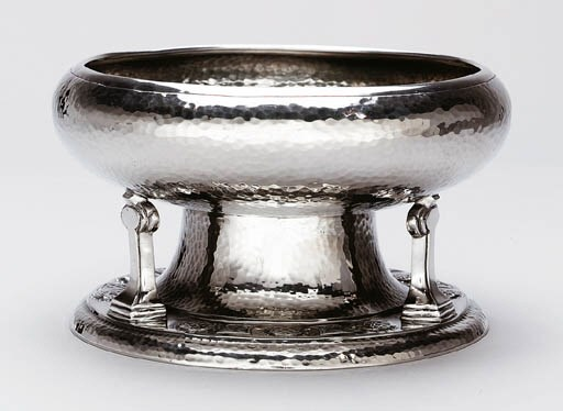 A PEWTER TAZZA