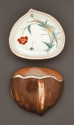 A Chestnut-Form Porcelain Box