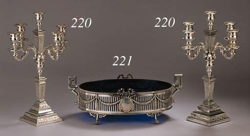 A large Dutch oval silver jard