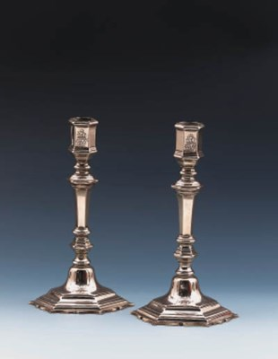 A PAIR OF PAKTONG CRESTED HEXA