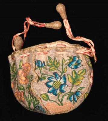 A drawstring purse, of gold me