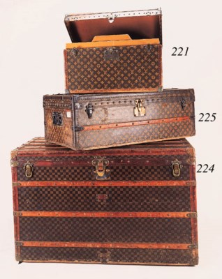A Louis Vuitton shoe case, cov