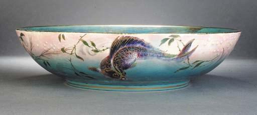A large Shelley lustre fish bo