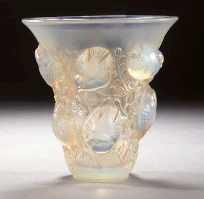 'SAINT-FRANCOIS' A GLASS VASE
