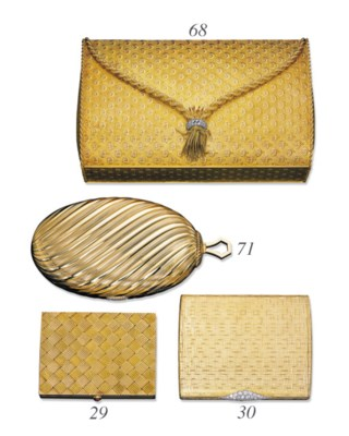 A GROUP OF 18K GOLD ACCESSORIE