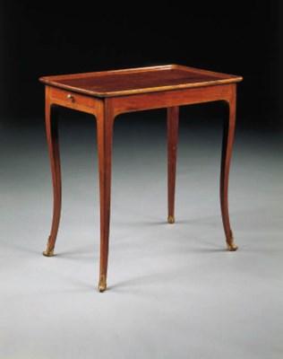 TABLE EN CABARET D'EPOQUE LOUI