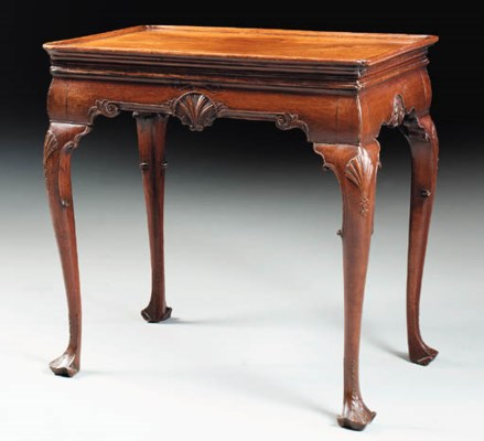 AN IRISH GEORGE II MAHOGANY TE