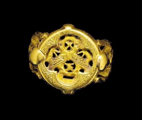 A SELJUK GOLD RING