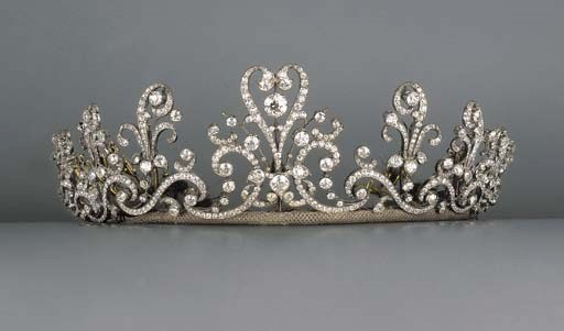 A fine antique diamond tiara/n