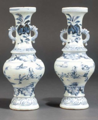 A pair of late Ming blue and w