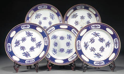 Three Chinese plates and two d