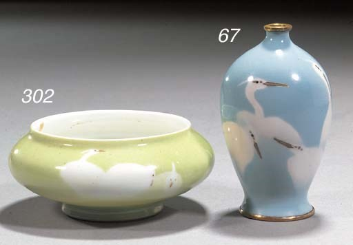 A small wireless cloisonne vas