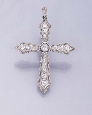 A DIAMOND CRUCIFORM PENDANT