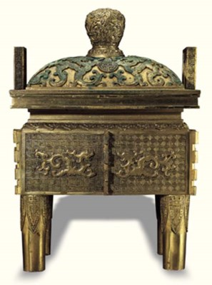A LARGE SHANG-STYLE BRONZE CEN