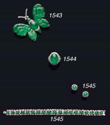 A FINE JADEITE AND DIAMOND RIN