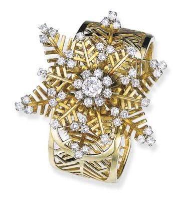 A DIAMOND AND GOLD SNOWFLAKE B