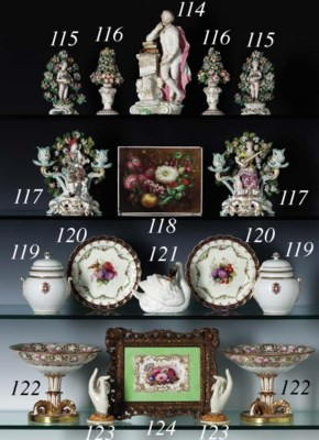 A PAIR OF COALPORT FOOTED COMP