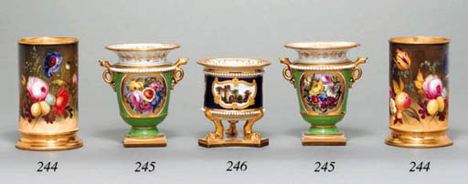A PAIR OF WORCESTER SPILL VASE