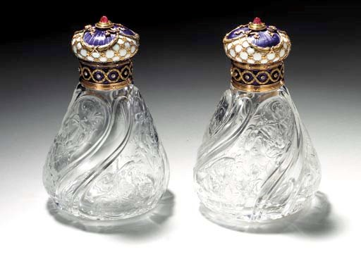 A PAIR OF JEWELLED TWO-COLOR G