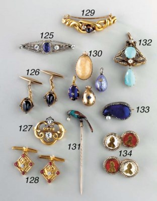 A JEWELLED GOLD TIE PIN