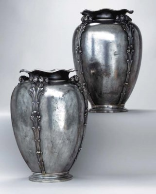 A PAIR OF LARGE ITALIAN SILVER