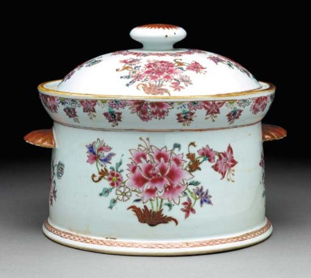 A ROUND FAMILLE ROSE TUREEN AN