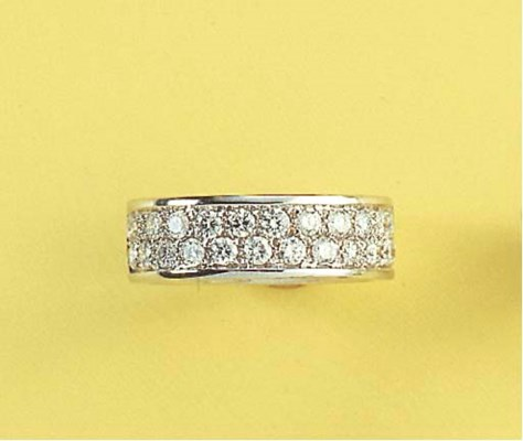 A PAVÉ-SET DIAMOND BAND RING