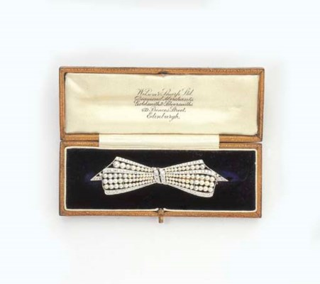 A DIAMOND AND PEARL BOW BROOCH