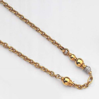 A GOLD AND DIAMOND NECKLACE AN