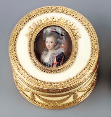 A LOUIS XV GOLD AND IVORY BONB