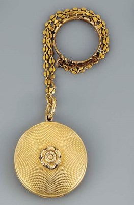 A gold viniagrette and chain w