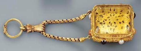 A gold-mounted large pendant c