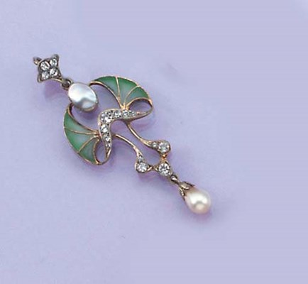 An Art Nouveau pendant and thr