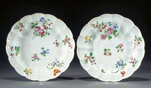 A pair of Worcester scalloped