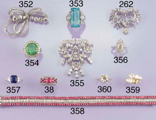 A sapphire single stone ring,