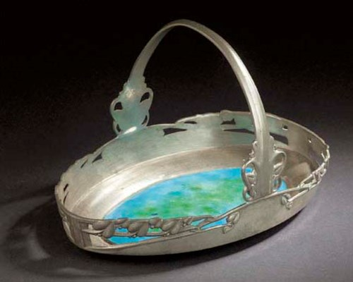 A TUDRIC PEWTER AND ENAMEL CAK
