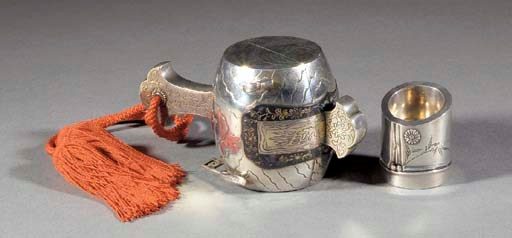 A silver kogo in the form of D